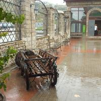 Во дворе центра винного туризма Абрау- Дюрсо