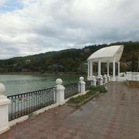 Набережная озера  Абрау- Дюрсо