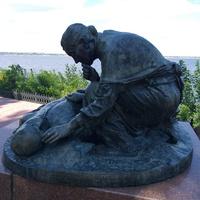 Фрагмент пам'ятника загиблим воїнам.