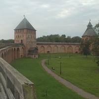 На крепостной стене у Дворцовой башни