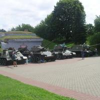 Выставка военной техники у порохового погреба на Кобринском укреплении