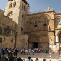 Главный вход в храм Воскресения Господня.