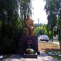 Братская могила воинов, погибших в боях за село .