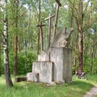 """Мемориал """"Три креста"""" (в двух километрах на восток от деревни)"""
