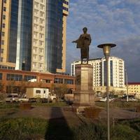 Атырау. Памятник Ф.Онгарсиновой