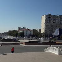 Площадь около драмтеатра 2017 г.