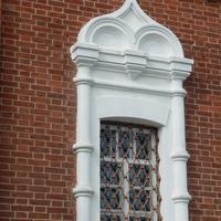 Красивые окна Свято-Никольской церкви