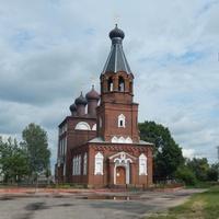 Свято-Никольская церковь (построили ее представители древнего русского рода  -  Воронцовы-Вельяминовы)