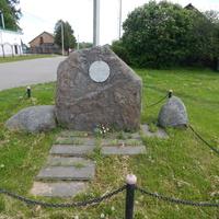 Мемориальный камень о битве корпуса Михаила Казимира Огинского с отрядом Александра Суворова 12.09.1771г. (около церкви)