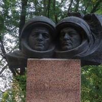 Космонавты: белорус П.Климук и поляк М.Гермашевский