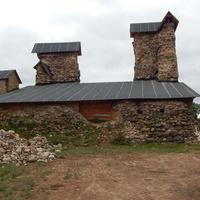 Законсервированные остатки главной башни замка