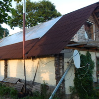 Хозяйский дом Бондаренко с прозрачной крышей над мастерской.