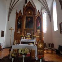 Алтарь костела Святой Троицы.