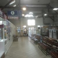 Автостанция около железнодорожного вокзала.