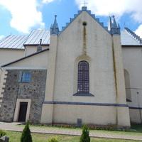 Костел Св. Апостолов Петра и Павла (вид на боковую сторону).