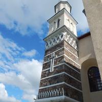 Башня костела крупным планом.
