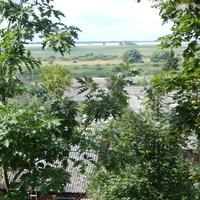 Вид на жилые дома с холма, где стоит Свято-Симеоновская церковь.