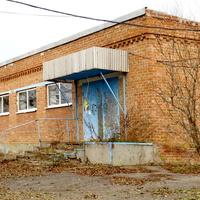 Здание заброшенного магазина