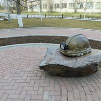 Памятник шахтёрам погибшим на рудниках СУБРа