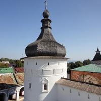 Ростов Великий. Башни ростовского кремля, на заднем плане Неро - озеро.