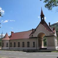 Вокзал  железнодорожной платформы Карпаты.
