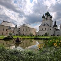 Центральный пруд ростовского кремля.