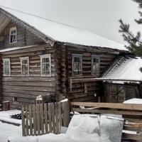 брошенный дом в д. Угрюмовская
