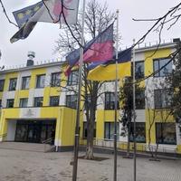 Фасад загальноосвітньої школи у місті Покров.