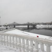 Вид на старый Волжский мост с набережной Михаила Ярославича