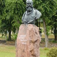 В центре сквера - памятник Франтишеку Богушевичу (Матею Бурачку)