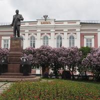 У Госбанка. Один из первых памятников Ленину в СССР