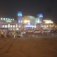 Вечерний железнодорожный  вокзал.
