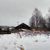 разрушенный дом в д. Верхотина