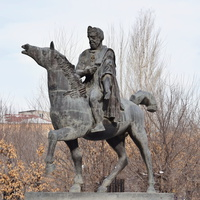 Памятник Ашоту Милостивому - царю из династии Багратидов.  Автор -скульптор Фердинанд Аракелян