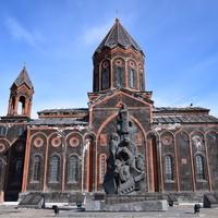 Церковь Аменапркич (Всеспасителя) находится в центральной части города Гюмри. Она была возведена в 1860-1873гг. Архитектором здания является Тадевос Андикян.