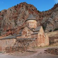 Монастырь Нораванк,построен в XIII—XIV веках в ущелье близ от города Ехегнадзор