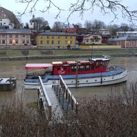 Река Порвоонйоки. Прогулочный кораблик.