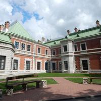 Вид на внутренний дворик дворца (со стороны парка)