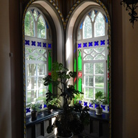 Вид окон у бокового входа