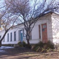 Бывшая школа,дореволюционное здание.