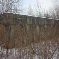 Заброшенное сооружение около реки Осколец.