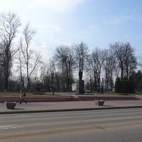 Дзержинск. Улица Ленинградская. Памятник Дзержинскому.