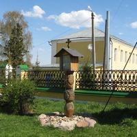 Часовенный столбик на территории  церкви Казанской иконы Божией Матери