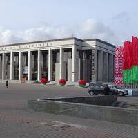 Октябрьская площадь, 1. Дворец Республики.