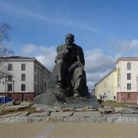 Площадь Якуба Коласа. Памятник Якубу Коласу.
