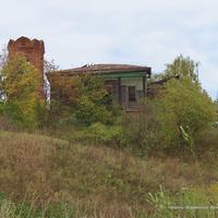 Старый дом у храма