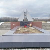 Дорога Н-10614, Поворот на Ольховку. Братская могила 140 жителей д. Селец и Вязень, замученных фашистами в 1942г