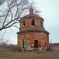 Половнёво. Церковь Сергия Радонежского - единственная оставшаяся в селе постройка.