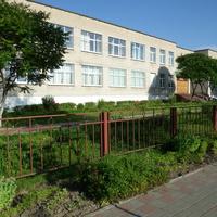 Школа (Краснадворцы)