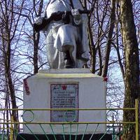 Памятник воинам и партизанам,павшим в ВОВ.